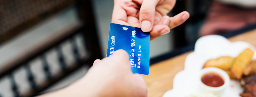 Bancomat o carta di credito?